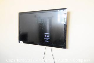 """LG 47"""" LED Flat Screen Television with Echogear Fixed Tilt  Wall Mount"""