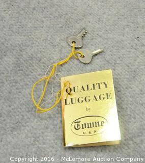 Vintage Towne Luggage Case with Keys