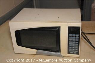 Sunbeam SM0701A7E 120V Household Microwave Ovem