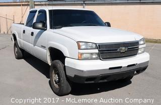 2006 Chevrolet Silverado Crew Cab 4x4 2500HD with a 6.0L V8 OHV 16V Engine
