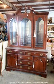 China Cabinet with Built in Light and 5 Drawers and 2 Side Cabinets and 2 Glass Shelves
