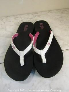New - Flojos Women's Pink/Black Flip Flops - Size 9