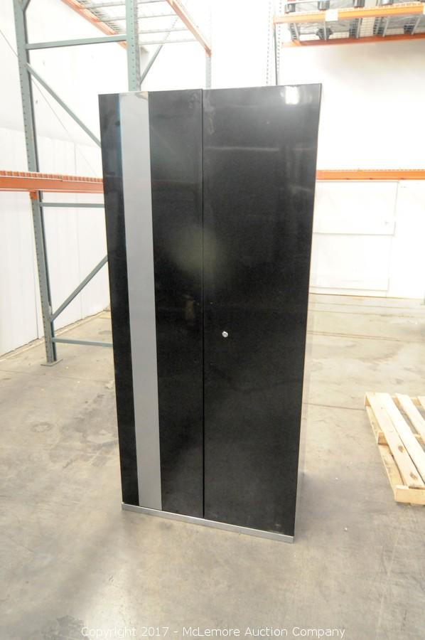 Large 2 Door Metal Cabinet With 4 Shelves. U2039u203a