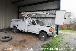 1990 Ford F-450 SD with a 7.3L V8 Diesel Engine Bucket Truck