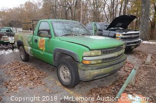 2001 Chevrolet Silverado 2500 Pick-Up Truck with Tommy Lift Gate