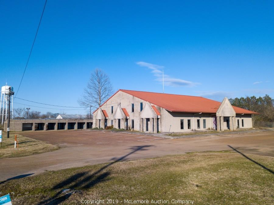 5,308± Commercial Building on 3.9± Acres in Whiteville, TN