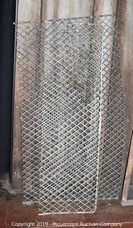 2 Pieces of Wire Mesh Panel