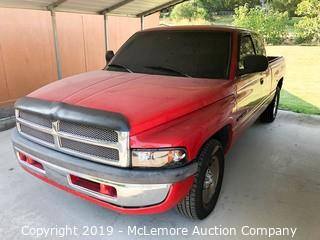 1999 Dodge Ram 1500 Extended Cab Pickup Truck with 5.9L V8 Engine