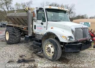 2003 International 7400 DT466 Truck with Speedy Spreadline Fertilizer Spreader